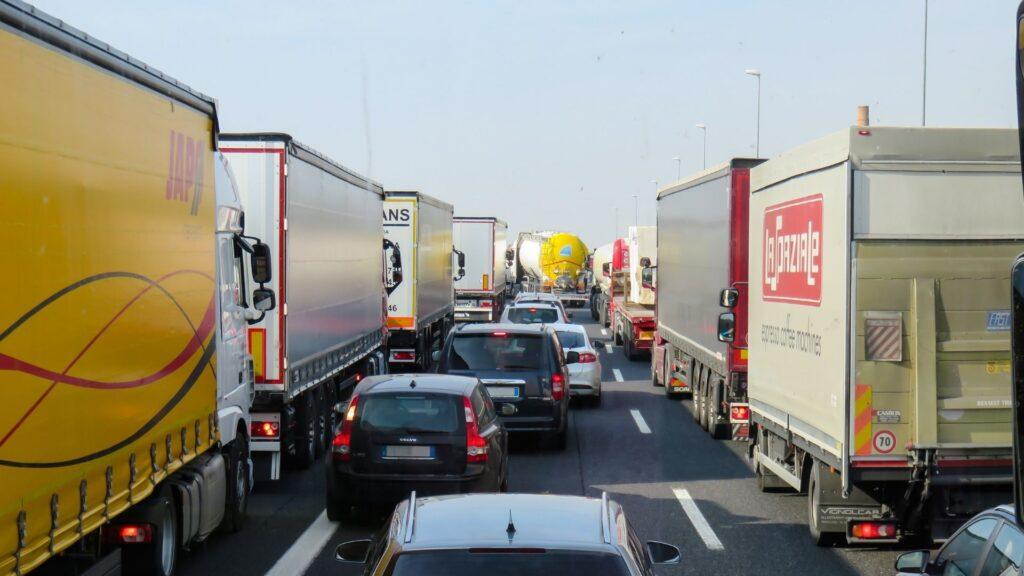 การขนส่งสินค้าทางบก ด้วยรถบรรทุก